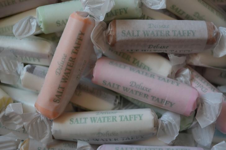 "1/2 lb ""Circles"" Boxed A &A®   Salt Water Taffy"